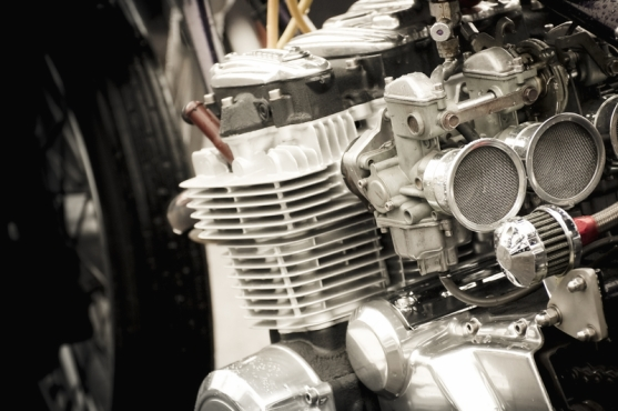 Motorcycle engine with carburettor