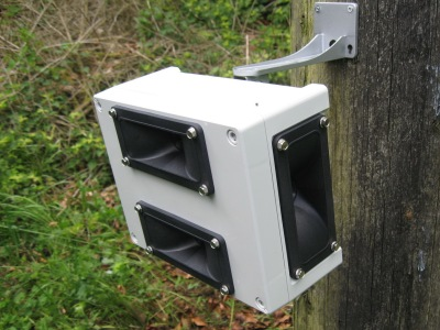 image showing the front panel of the four speaker Sentinel ultrasonic bird, pigeon and fox repeller